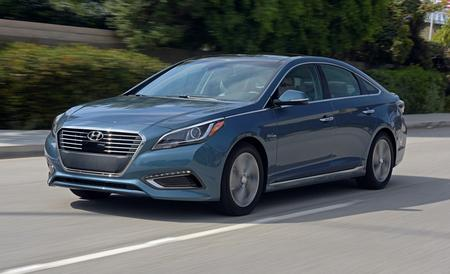 2016-hyundai-sonata-hybrid-and-plug-in-hybrid-first-drive-review-car-and-driver-photo-657538-s-450x274